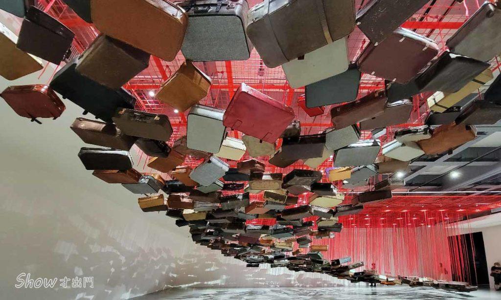 塩田千春展覽-行李箱-作品